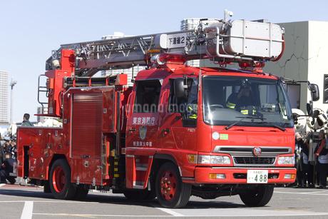 消防車 はしご車の写真素材 [FYI04250250]