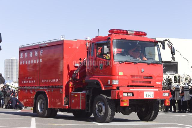 消防 資材搬送車の写真素材 [FYI04250257]