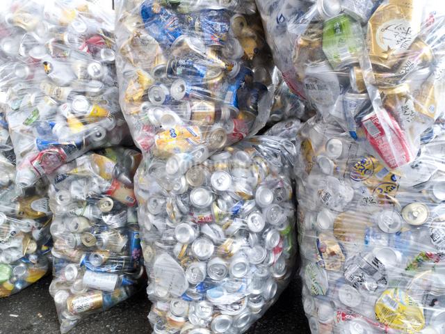 回収された空き缶の写真素材 [FYI04250673]