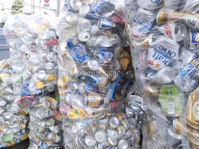 回収された空き缶の写真素材 [FYI04250676]
