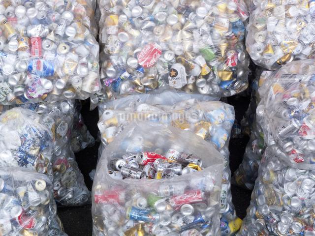 回収された空き缶の写真素材 [FYI04250678]