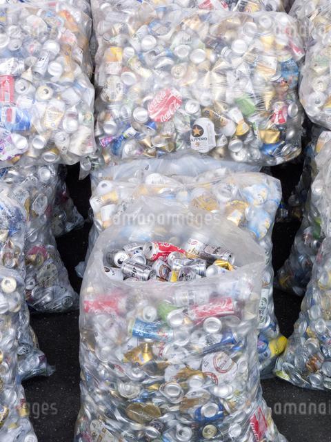 回収された空き缶の写真素材 [FYI04250679]