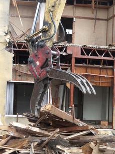 解体工事中の家屋の写真素材 [FYI04250687]