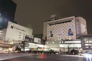 節電でネオンが消えた渋谷の写真素材 [FYI04250746]