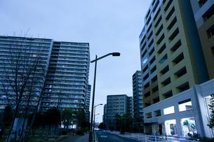 計画停電で明かりの消えた街の写真素材 [FYI04250791]