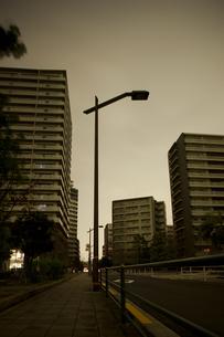 計画停電で明かりの消えた街の写真素材 [FYI04250792]