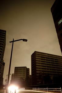 計画停電で明かりの消えた街の写真素材 [FYI04250793]