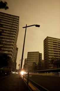 計画停電で明かりの消えた街の写真素材 [FYI04250794]