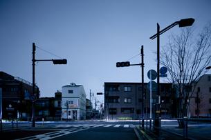 計画停電で明かりの消えた街の写真素材 [FYI04250796]