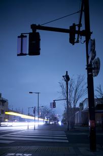 計画停電で明かりの消えた街の写真素材 [FYI04250797]