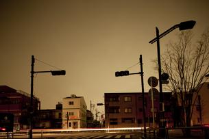 計画停電で明かりの消えた街の写真素材 [FYI04250798]