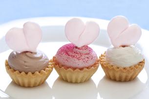 ハートのカップケーキの写真素材 [FYI04252580]