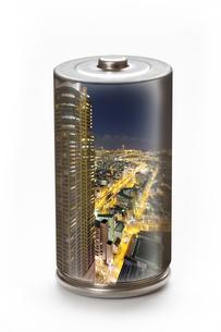 エコ電池と街灯りの環境イメージの写真素材 [FYI04252729]