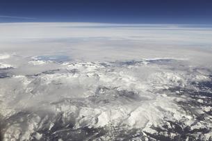 空と雲と大地のイラスト素材 [FYI04253302]