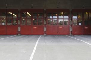 消防署の扉のイラスト素材 [FYI04253323]
