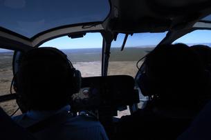 ヘリの後部席よりグランドキャニオンへの上空を見るの写真素材 [FYI04254380]
