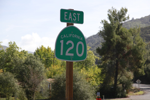 カリフォルニア州の国道の標識のイラスト素材 [FYI04254615]