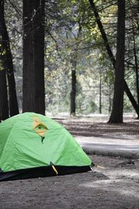 ヨセミテ国立公園内のキャンプ場の写真素材 [FYI04254774]