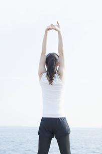 体操をする女性の写真素材 [FYI04255527]