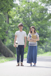 仲良しカップルの写真素材 [FYI04255993]