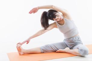運動する女性の写真素材 [FYI04257194]