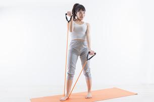 運動する女性の写真素材 [FYI04257202]
