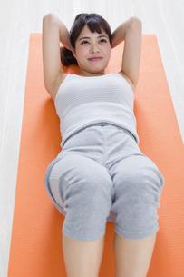 運動する女性の写真素材 [FYI04257249]