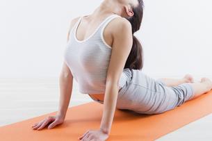 運動する女性の写真素材 [FYI04257263]