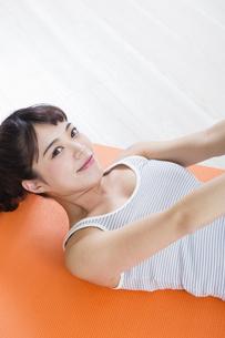 運動する女性の写真素材 [FYI04257268]