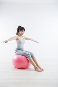 運動する女性の写真素材 [FYI04257282]