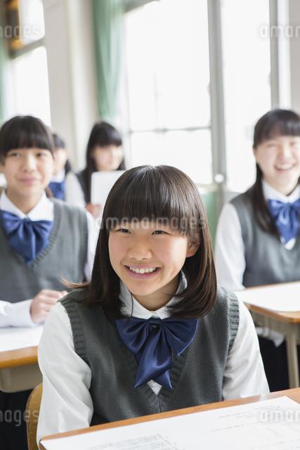 笑顔の女子生徒の写真素材 [FYI04257743]