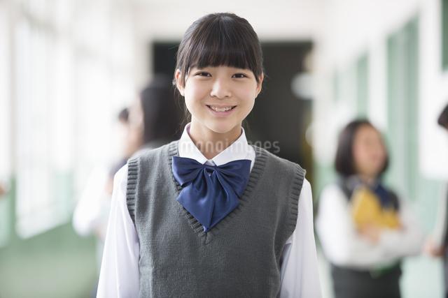笑顔の生徒の写真素材 [FYI04258079]