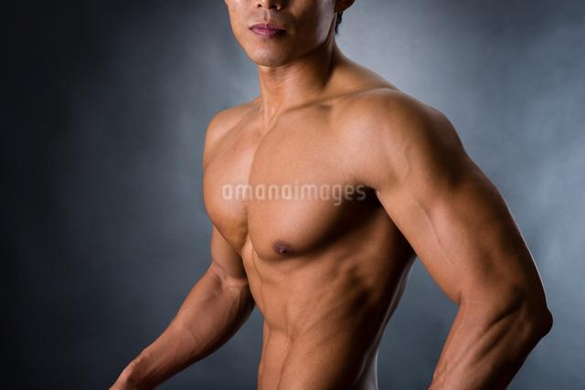 パワフルな男性の写真素材 [FYI04259795]