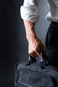 スーツ姿のビジネスマンの写真素材 [FYI04259925]