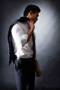 スーツ姿のビジネスマンの写真素材 [FYI04259933]