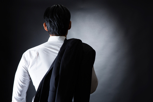 スーツ姿のビジネスマンの写真素材 [FYI04259935]