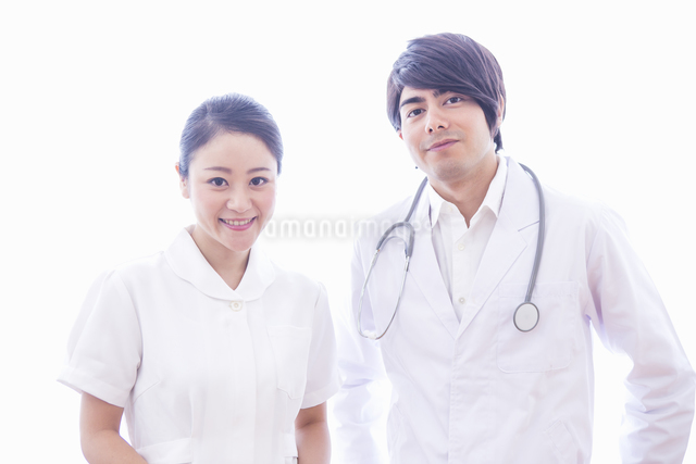 医者と看護士の写真素材 [FYI04260311]