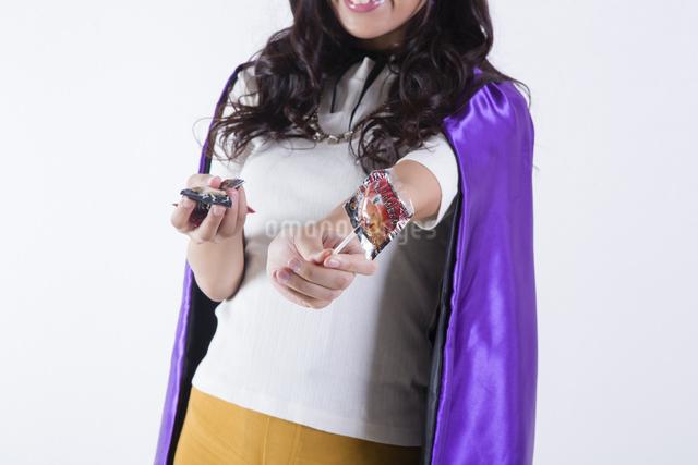ハロウィンのコスチュームを着た女性の写真素材 [FYI04260386]