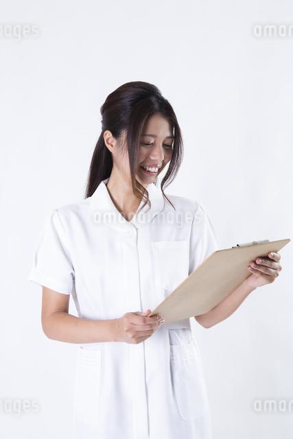 看護師の女性の写真素材 [FYI04261109]