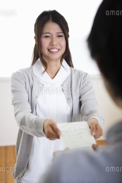 看護師の女性の写真素材 [FYI04261184]