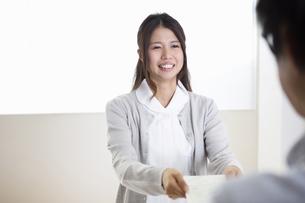 看護師の女性の写真素材 [FYI04261185]