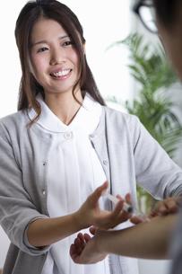 看護師の女性の写真素材 [FYI04261192]