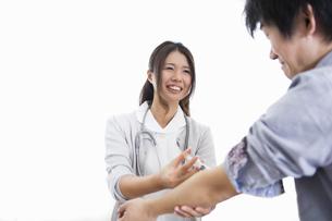 看護師の女性の写真素材 [FYI04261202]