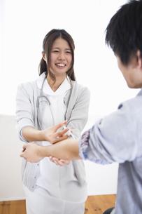 看護師の女性の写真素材 [FYI04261203]