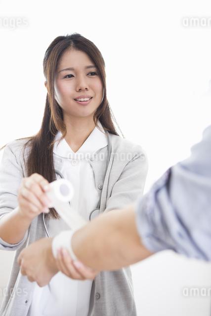 看護師の女性の写真素材 [FYI04261217]