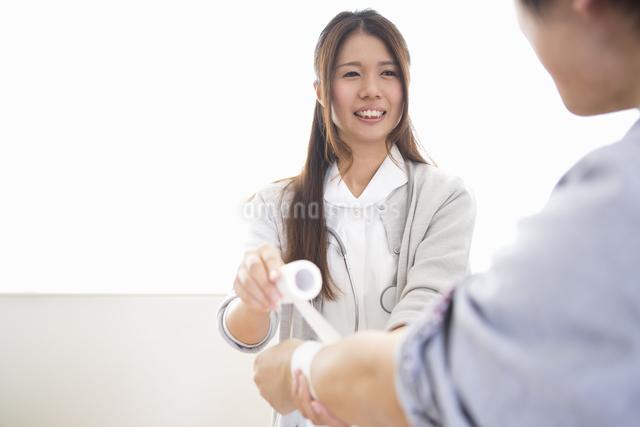 看護師の女性の写真素材 [FYI04261222]