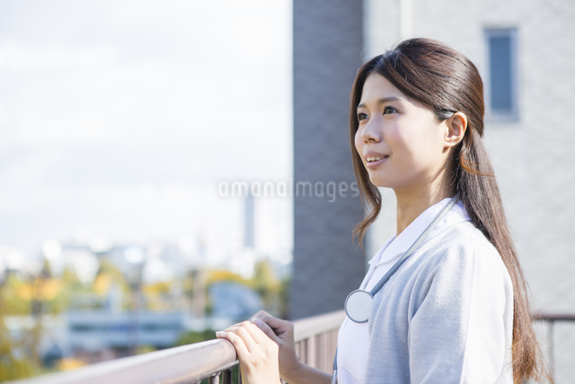 看護師の女性の写真素材 [FYI04261235]
