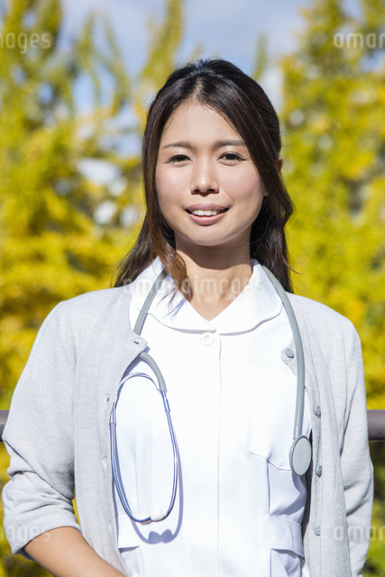 看護師の女性の写真素材 [FYI04261242]