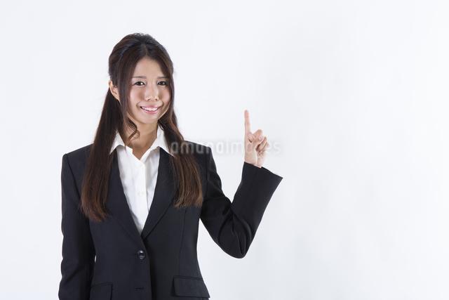 スーツを着た女性の写真素材 [FYI04261274]