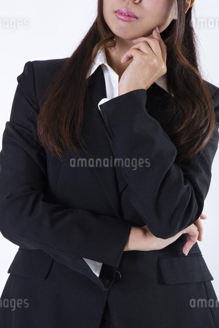 スーツを着た女性の写真素材 [FYI04261287]